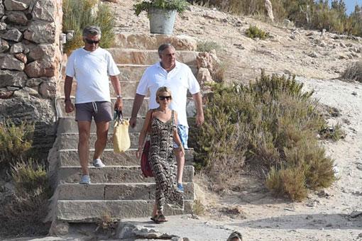 Eugenia Martínez de Irujo se relaja en aguas de Ibiza