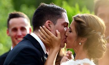 ¡Amor sobre ruedas! La divertida y romántica boda de Aleix Espargaró, piloto de Moto GP, y Laura Montero