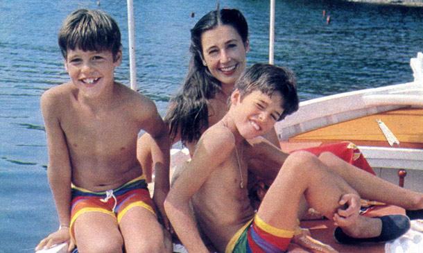 ¿Qué ocurrió en el verano de 1982? Carmen Martínez-Bordiú, vacaciones con sus hijos en una isla del Mediterráneo