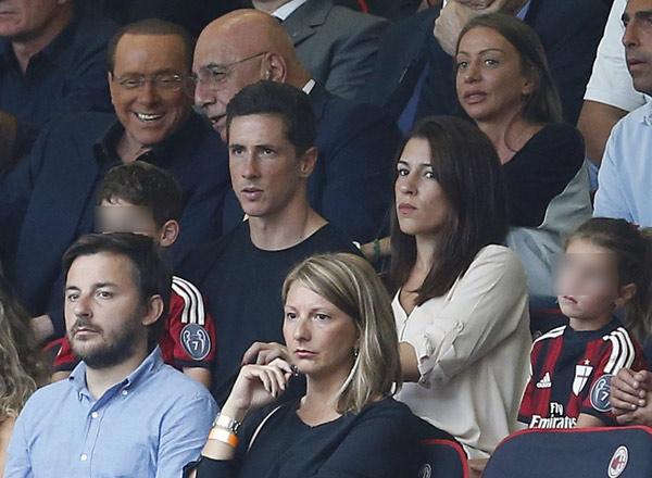 Fernando Torres, con su mujer y sus hijos, ya ha empezado su nueva vida 'a la italiana'
