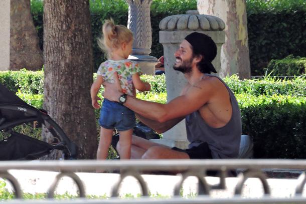 Sergio Mur, un feliz papá con su pequeña princesa, su hija Vera, de 2 años