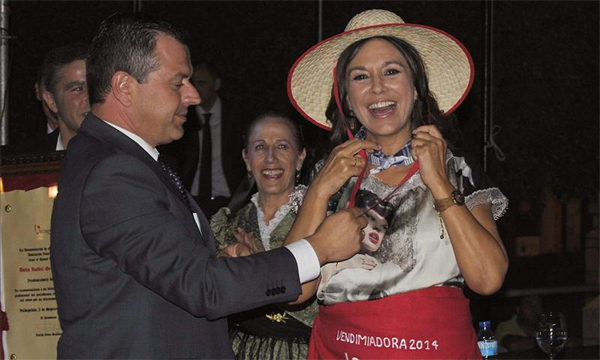 Isabel Gemio recuerda a 'todas las luchadoras anónimas' al recibir un premio por su labor solidaria