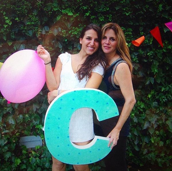 La madre de Cesc Fábregas, a punto de dar a luz a una niña, celebra su 'baby shower'
