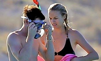 James Blunt y Sofia Wellesley 'desconectan' de los preparativos de su boda navegando