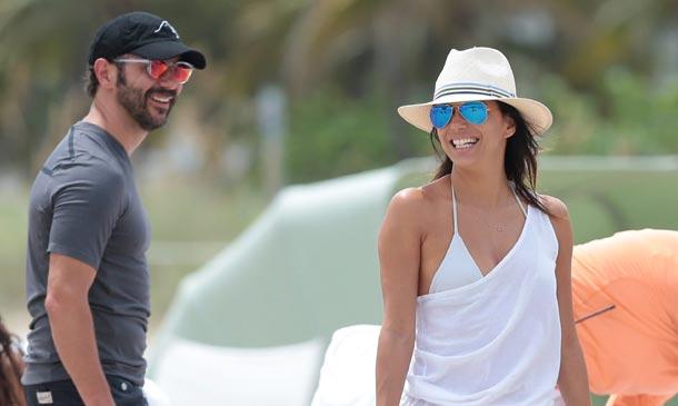 Eva Longoria, divertido día de playa con su novio José Antonio y su buena amiga Serena Williams