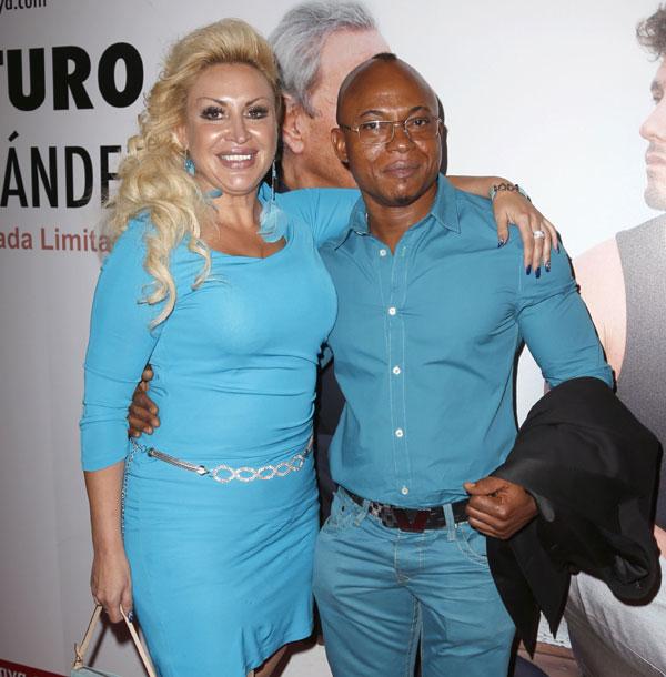 Raquel Mosquera y su novio, noche de amor en el teatro
