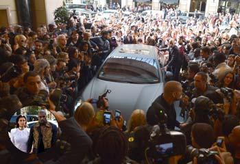 Pasión peligrosa: Kim Kardashian, 'atacada' a la entrada de un desfile