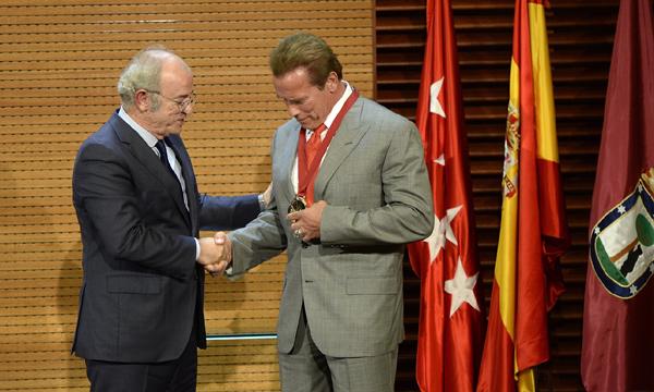Arnold Schwarzenegger llega a Madrid de la mano de su nueva novia