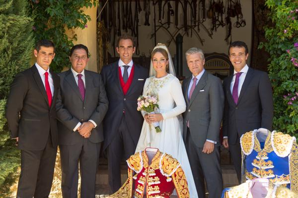 Juan Antonio Ruíz 'Espartaco' y su novia, Macarena Bazán, elegancia y discreción en una boda en Sevilla