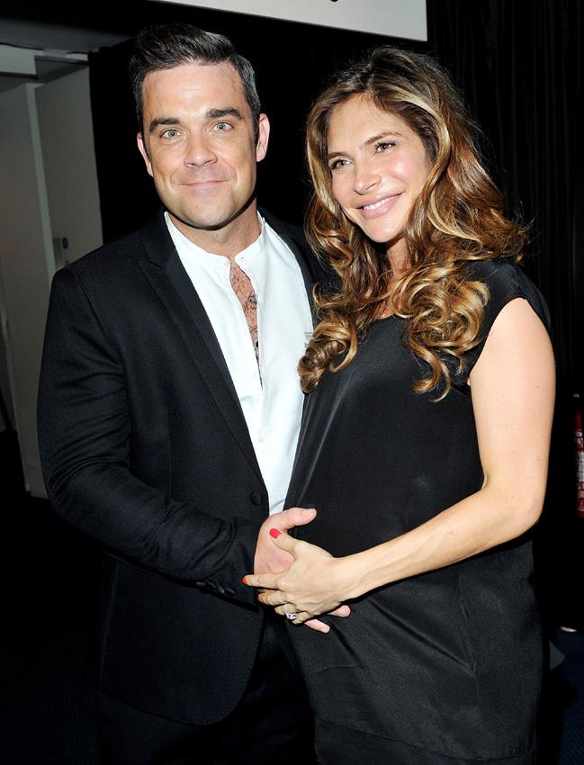 Robbie Williams retransmite la llegada de su segundo hijo en directo