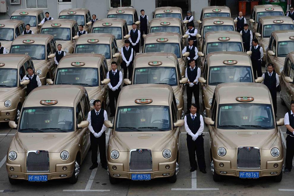 Los taxis de Londres llegan a Shanghái... 'bañados en oro'