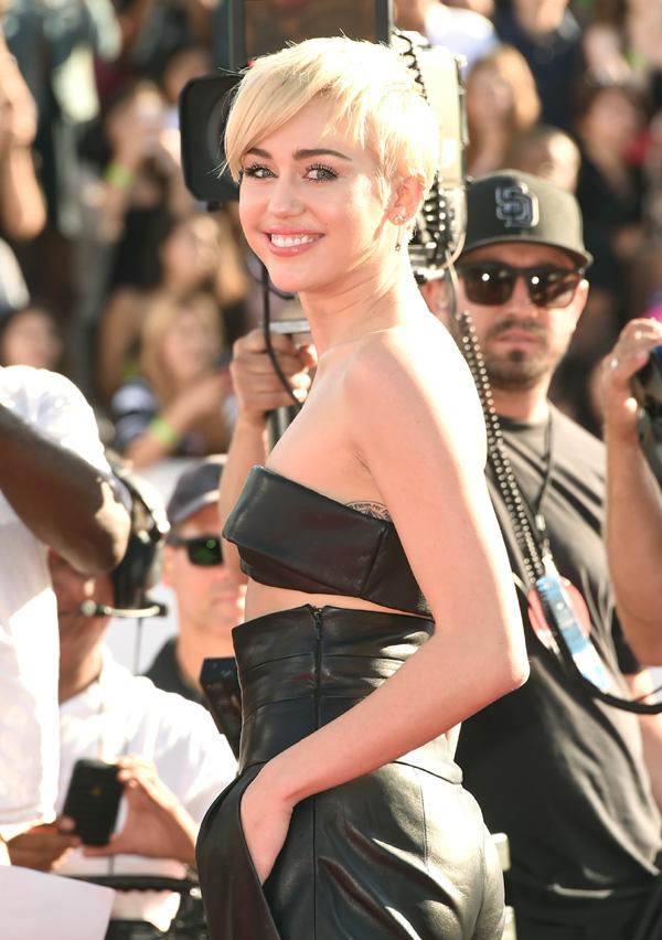 Miley Cyrus, ¿en busca del doble de su ex?