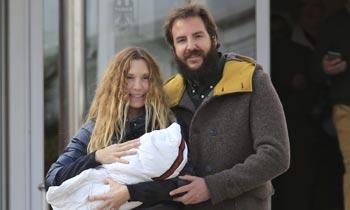 Borja Thyssen y Blanca Cuesta se van a casa con su hija Kala