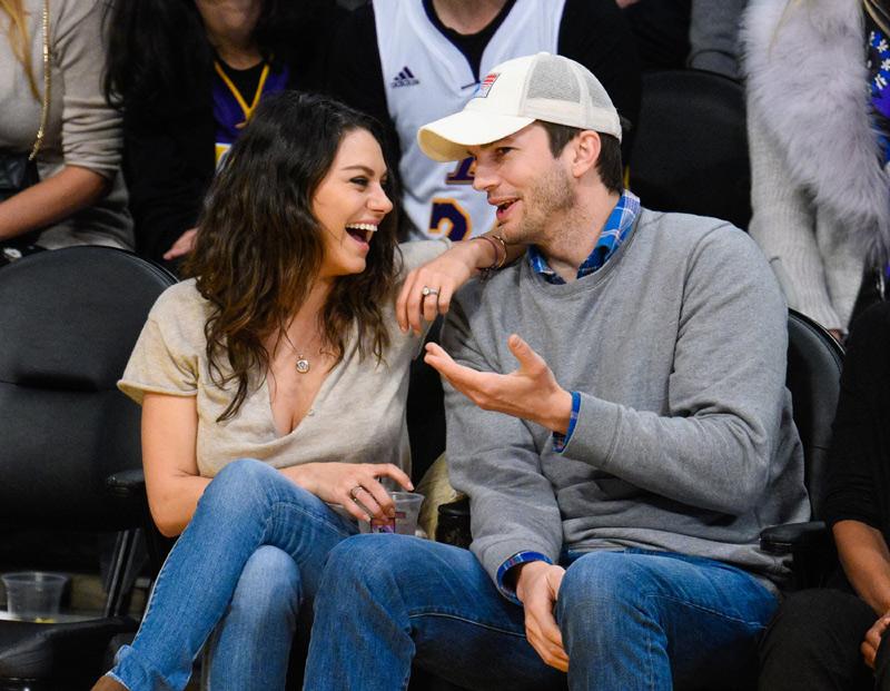 Mila Kunis y Ashton Kutcher, los besos de dos enamorados papás