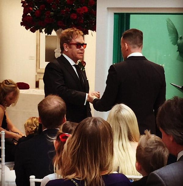 La familia Beckham asiste en primera fila a la boda de Elton John y David Furnish