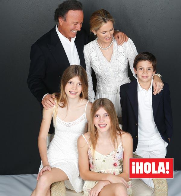 La revista ¡HOLA! descubre a Cristina y Victoria, las gemelas de Julio Iglesias que se han convertido en dos auténticas bellezas