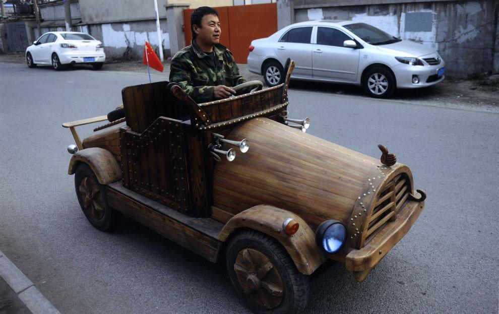 Un coche eléctrico... de madera