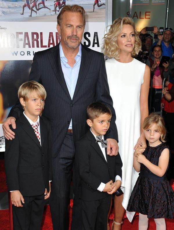 Los hijos de Kevin Costner ¡con papá y mamá a la alfombra roja!