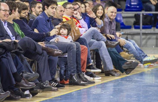 Milan, al baloncesto con papá, mientras Shakira se da un capricho