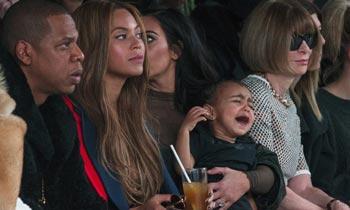 ¿Demasiado pequeña para un 'front row', Kim? La tremenda rabieta de North West en un desfile