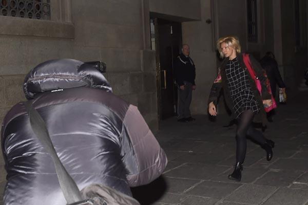 Anne Igartiburu corre para no perderse el estreno de su novio, Pablo Heras-Casado