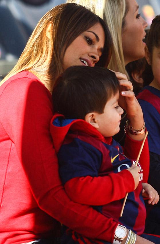 Madre e hijo se ayudan mutuamente sub espanol maacutes de tres veces y en dos el hijo le acaba en la boca a la madre subtitulado completo y sin muacutesica httpzoee6c8cx leer comentarios - 3 3