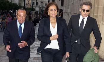 Alfonso Diez, acompañado por Carmen Tello y Curro Romero, da el último adiós a José Manuel Lara Bosch en Sevilla
