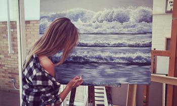 Carla Pereyra convierte su pasión por el arte en cuadros