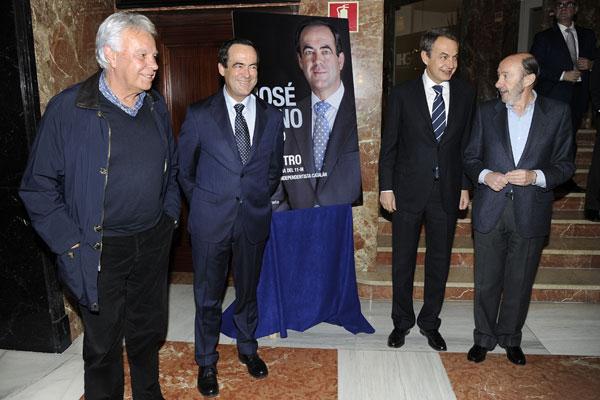 José Bono presenta su libro arropado por familiares y compañeros de partido