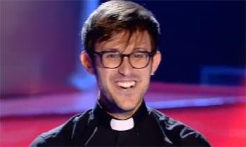 Y la nueva estrella de 'La Voz' es... ¡un cura misionero!