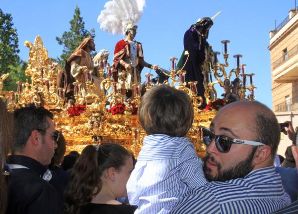Kiko Rivera inculca a su hijo su pasión por la Semana Santa sevillana