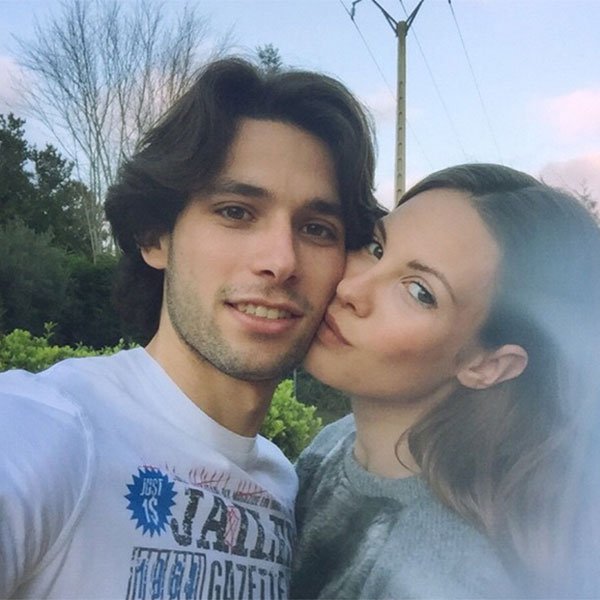 Jessica Bueno y su hijo Francisco, siempre en el corazón de Jota Peleteiro… y también en sus botas de fútbol