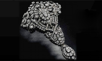 La baronesa Thyssen saca a subasta un espectacular broche de la reina María Cristina