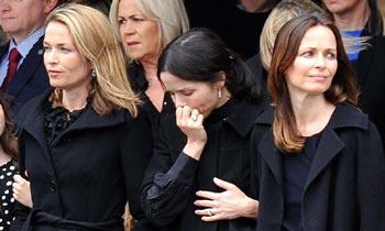 Los hermanos del grupo irlandés The Corrs, unidos en el dolor por la pérdida de su padre