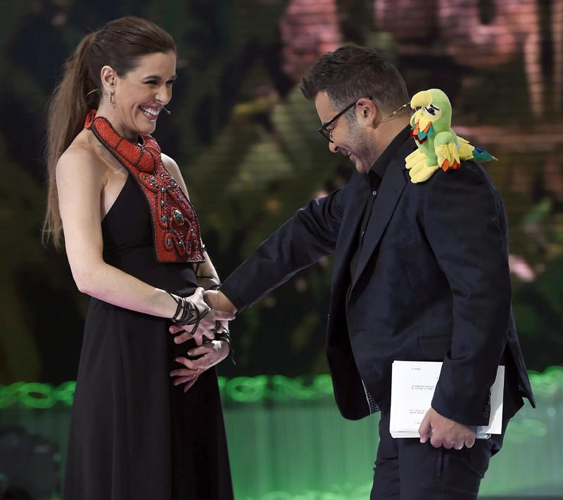 Una Emocionada Raquel Sánchez Silva Presume De Embarazo En