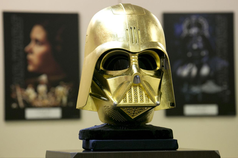 Darth Vader, el villano de 'Star Wars', se baña en oro