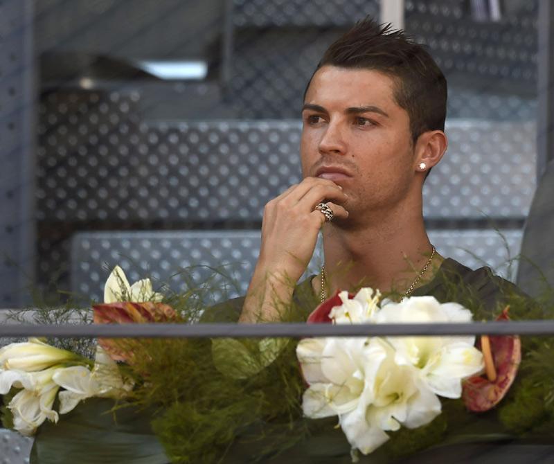 Cristiano Ronaldo, solo y pensativo tras el huracán Irina-Bradley