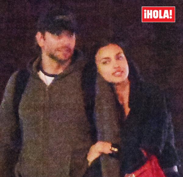 Al partir un beso y una flor... Irina Shayk se reencuentra con Bradley Cooper en Londres