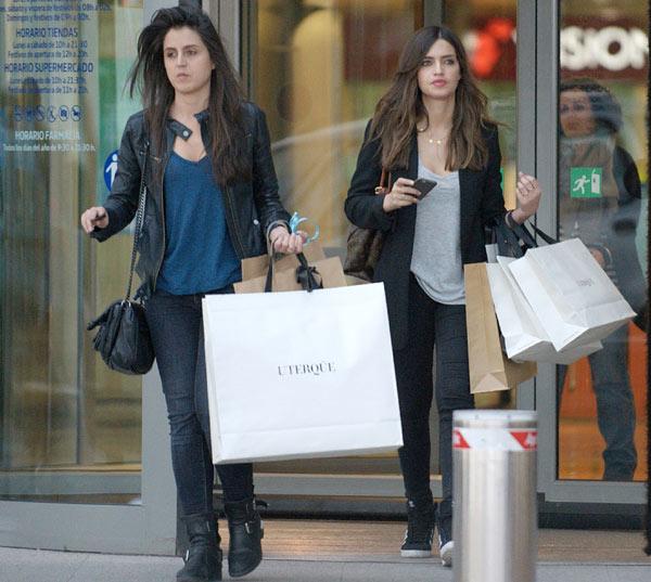 Sara Carbonero y su hermana Irene, a 'la caza' de las últimas tendencias