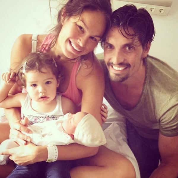 Mireia Canalda y Felipe López presentan a su segundo hijo, Nuno
