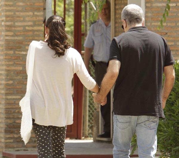 Isabel Pantoja, sin poder contener las lágrimas de emoción a su regreso a la cárcel