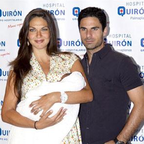 Lorena Bernal y Mikel Arteta presentan a su tercer hijo, Oliver