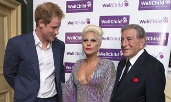 Lady Gaga y sus extravagantes 'looks' conquistan Londres... y al príncipe Harry