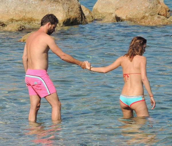 Laura Sánchez y David Ascanio presumen de amor y de cuerpazos en las playas de Ibiza