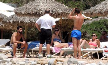Álvaro Arbeloa y Roberto Soldado cambian el fútbol por los deportes acuáticos con sus chicas en Ibiza