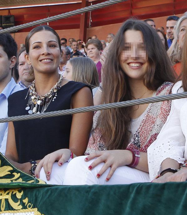 Manuel Díaz 'El Cordobés' triunfa en Parla ante la orgullosa mirada de su mujer, Virginia Troconis, y de su hija Alba