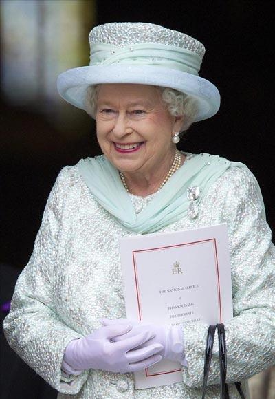 Lewis Hamilton no supo comportarse en un almuerzo con la reina Isabel II y ella reaccionó así