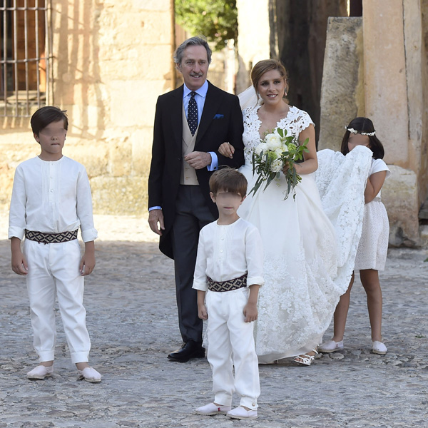 Nieves Álvarez, Mar Flores, Nicolás Vallejo-Nágera... se dan cita en la mágica boda de la hija de Roberto Torretta