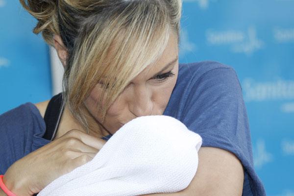 Tierna imagen de la popular presentadora besando a su hija