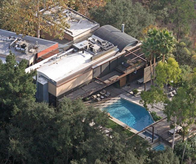 Demi Moore, en shock tras encontrar a un hombre muerto en su piscina